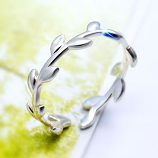 925 Sterling Silver Laurel Ring from A ROCH
