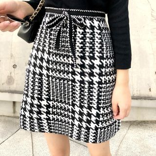 Houndstooth A-Line Skirt from Arroba
