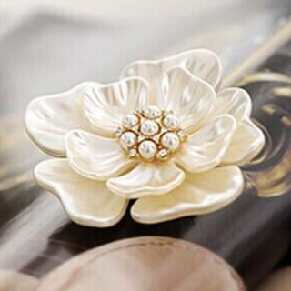 Flower Brooch from Cheermo