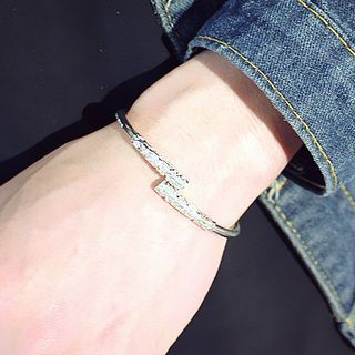 Relief Bangle from Cheermo