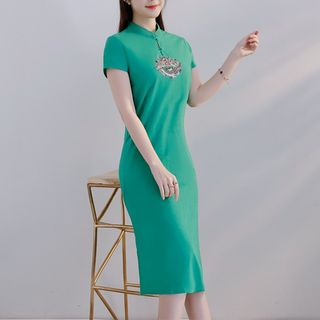 Embroidered Short Sleeve Qipao from Cobogarden
