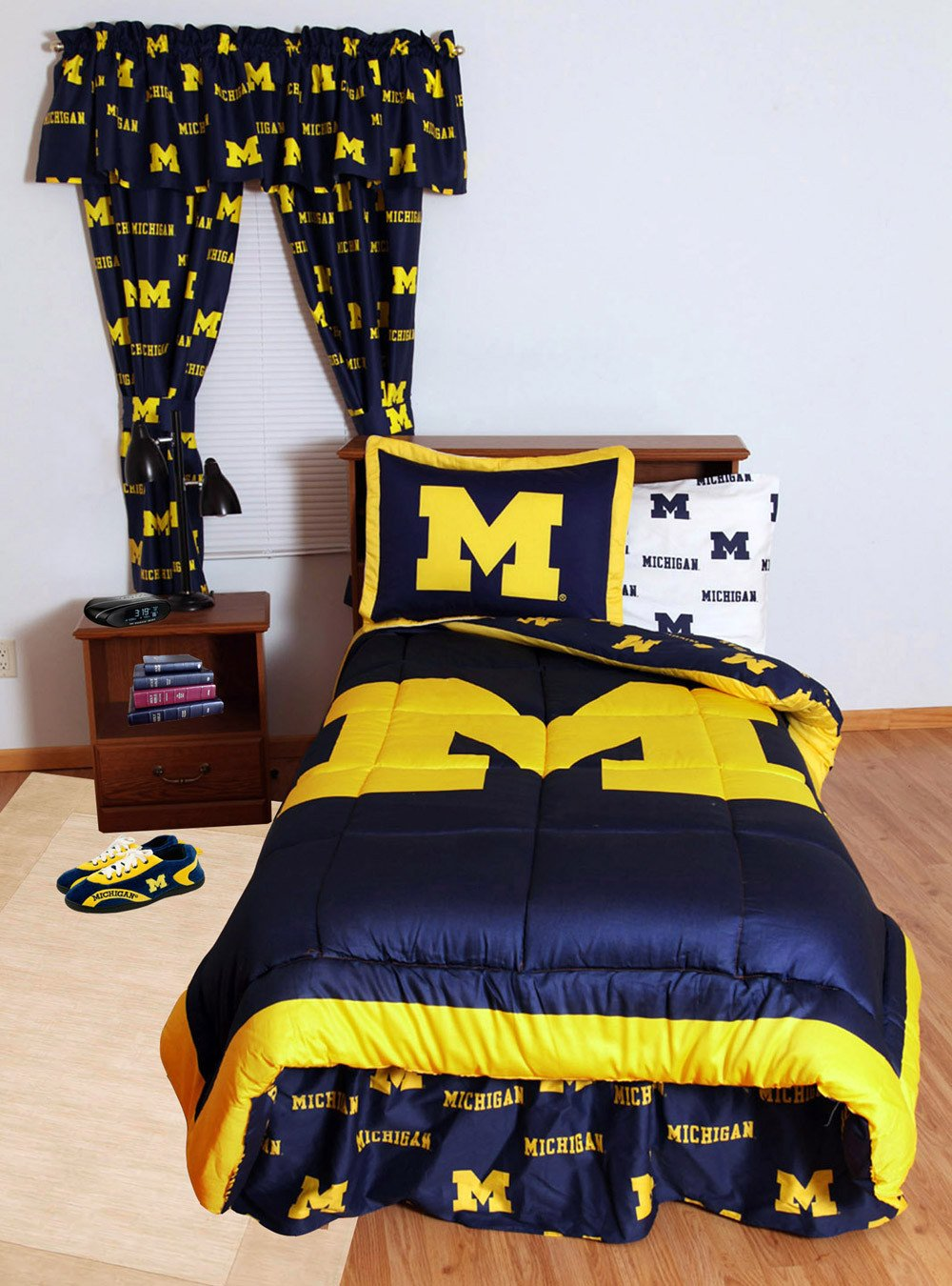 Michigan Bed in a Bag Queen - With White Sheets - MICBBQUW by College Covers from College Covers