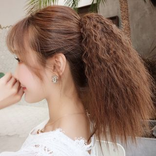 Wavy Clip On Ponytail from DEBE