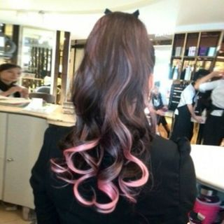 Wavy Highlighted Ponytail from DEBE