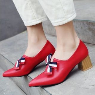 Bow Pointed Toe Pumps from Freesia