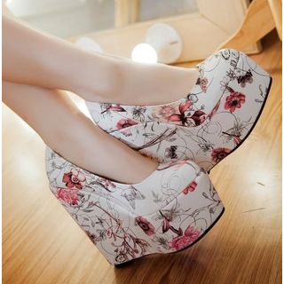 Floral Print Wedge Platform Pumps from Freesia