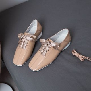 Square-Toe Lace-Up Shoes from Kireina