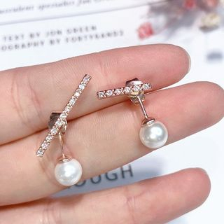 Faux Pearl Rhinestone Bar Earring from Kulala