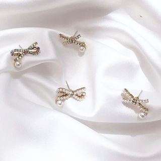 Faux Pearl Rhinestone Bow Earring from Kulala