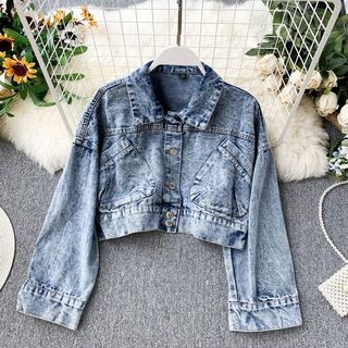 Cropped Buttoned Denim Jacket from Lucuna