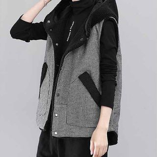 Hooded Reversible Vest from Paila