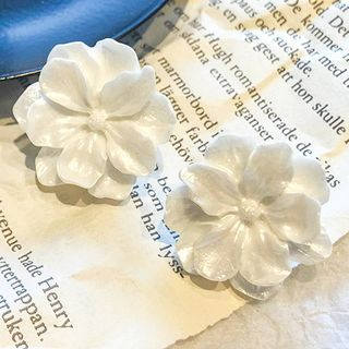 Flower Earring White - One Size from Pompabee