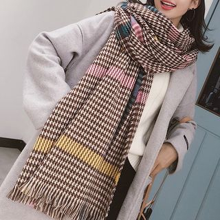 Houndstooth Fringed Scarf from Pompabee