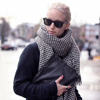 Houndstooth Scarf from Pompabee