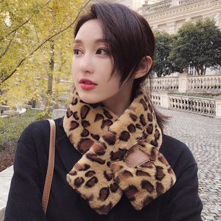 Leopard Patterned Furry Scarf from Pompabee