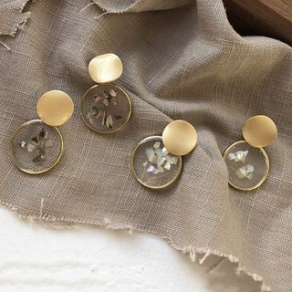 Scallop Disc Dangle Earring from Pompabee