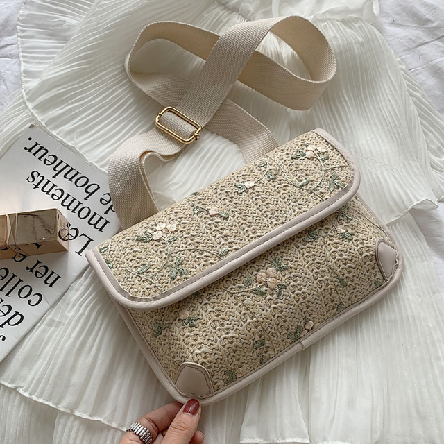 New Sweet Lace Small Bag Chic Foreign Shoulder Bag Messenger Chest Bag Wide Shoulder Strap Female Bag Tide