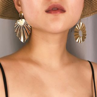 Non-matching Metal Dangle Earring from Seirios