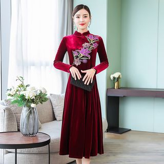 Long-Sleeve Floral Embroidered Velvet Midi A-Line Qipao from Sienne