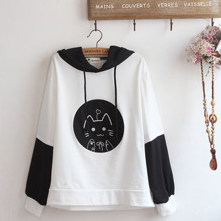 Cat Embroidered Color Block Hoodie from akigogo